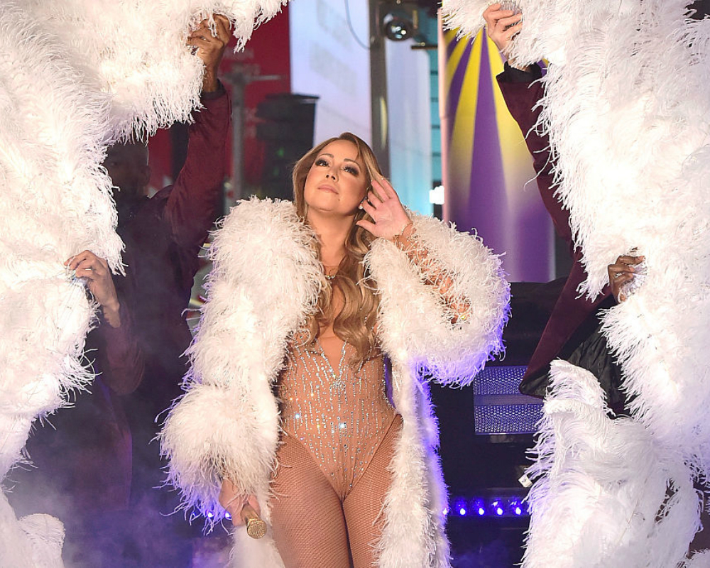 Mariah Carey Has Fans Concerned With Bizarre Live Stream