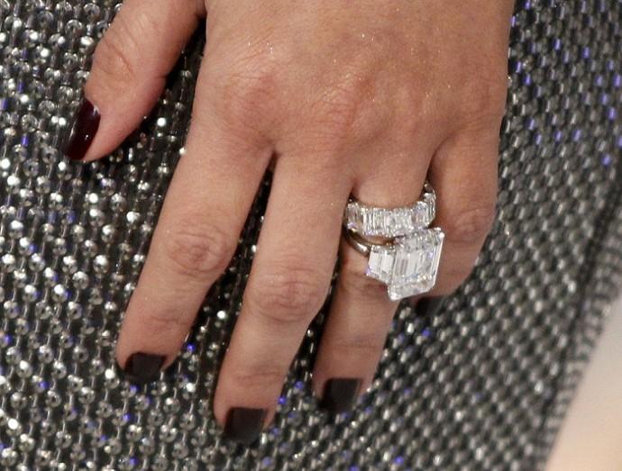 Angelina Jolie Engagement Ring Lookalikes Top 5 Rectangular Diamond Rings Worn By Celebrities Movies Enstarz