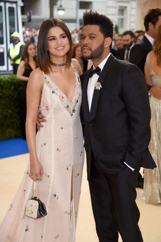 Selena Gomez Boyfriend: She Moves In With The Weeknd, Shares Closets [VIDEO]
