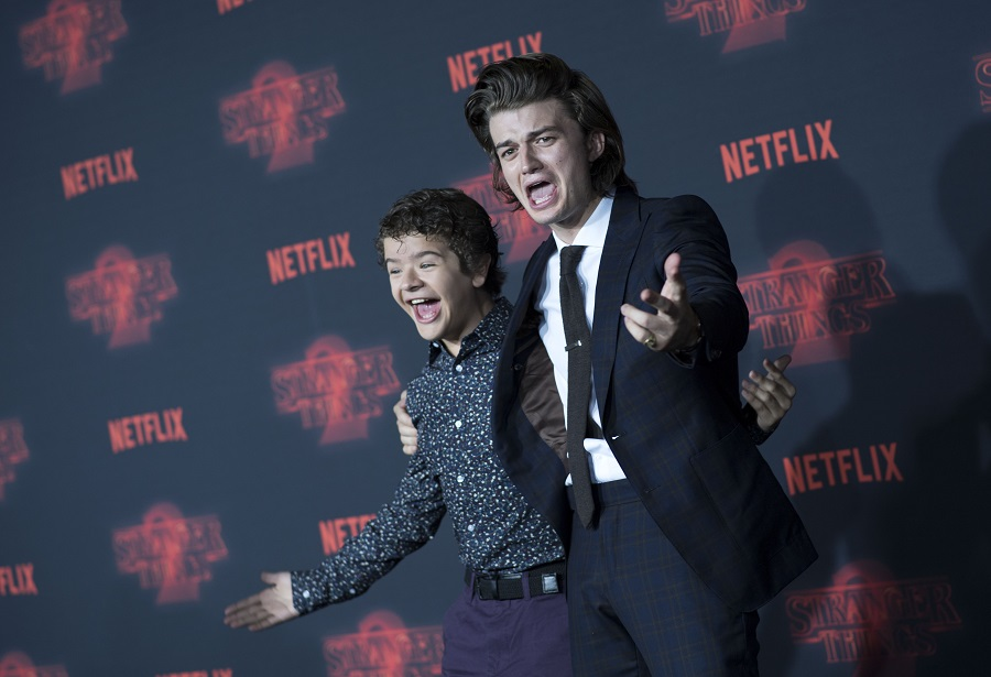 Charlie Heaton & Natalia Dyer's Red Carpet Debut Was Peak Adorably Awkward