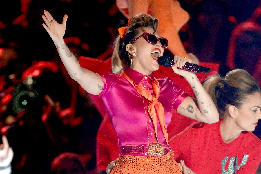 Miley Cyrus responds to pregnancy rumours