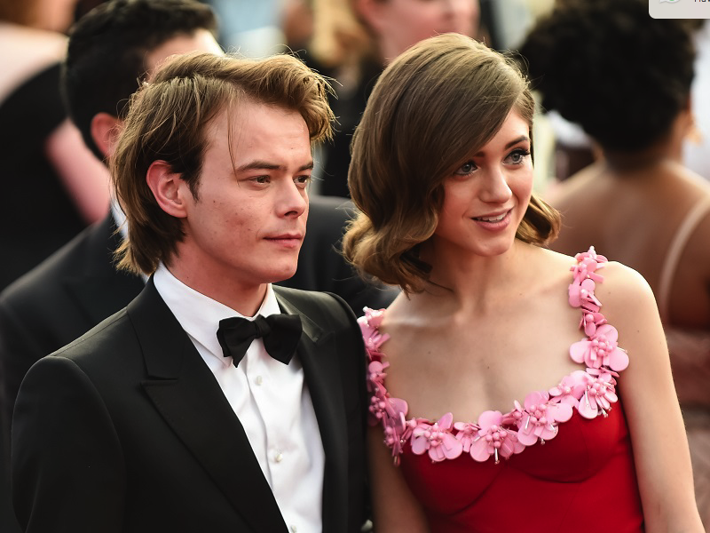 Stranger Things' Charlie Heaton And Natalia Dyer Pose On Red Carpet Together