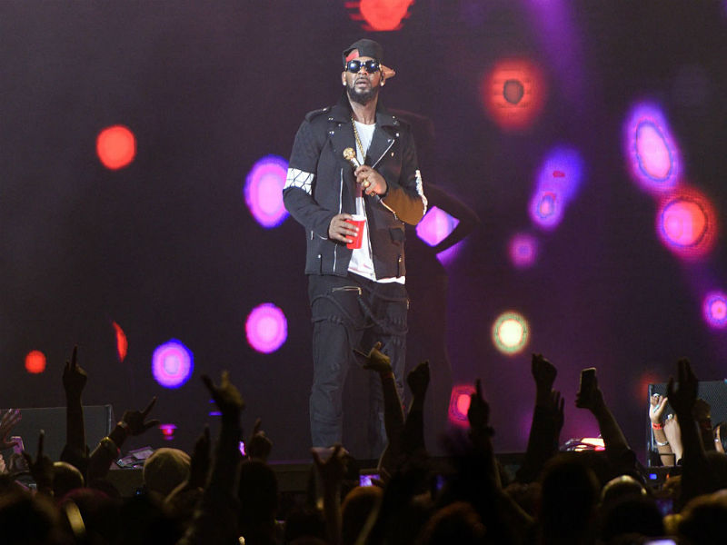 Cleaning lady called 911 after finding R Kelly's homes emptied
