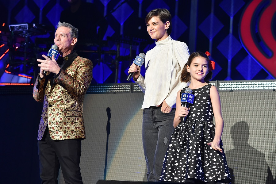 Adorable Suri Cruise steals show introducing Taylor Swift at Jingle Ball